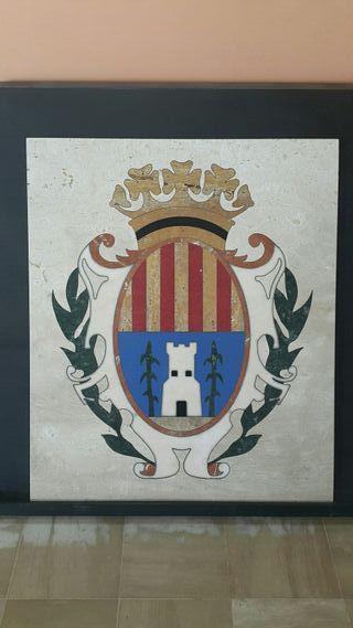 Escudo de Alcañiz de mármol