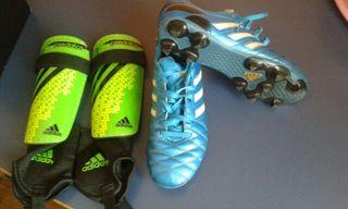 botas de futbol y espinilleras