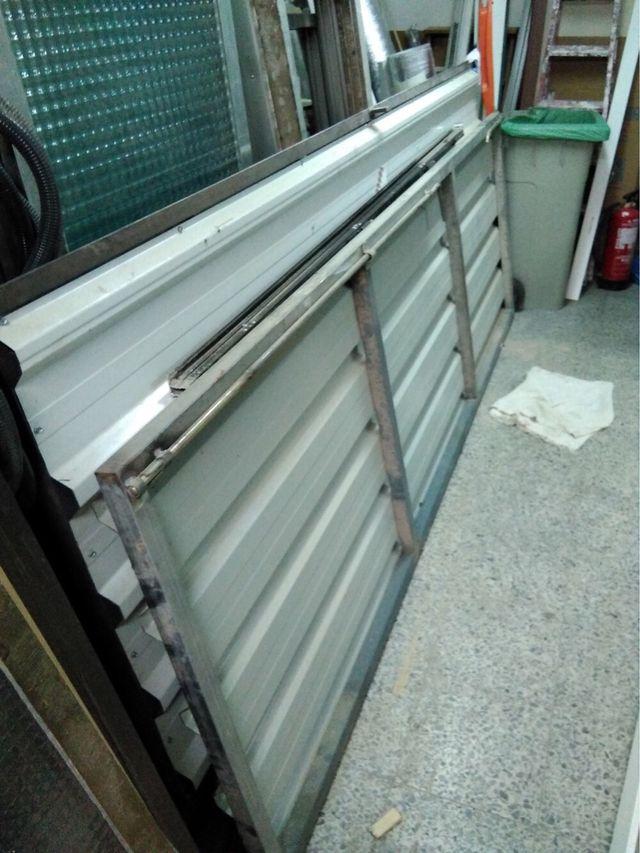 Portón garage/almacén