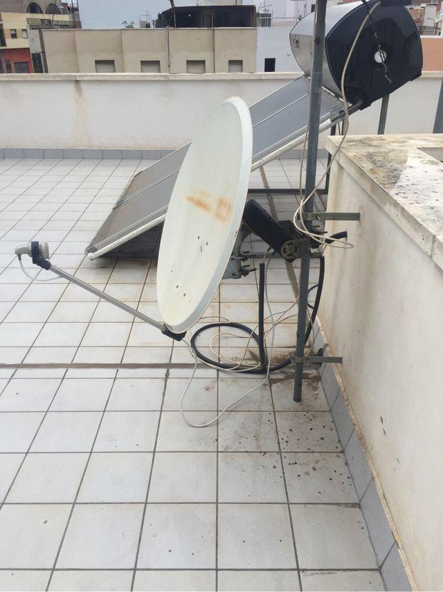 Antena parabólica con motor