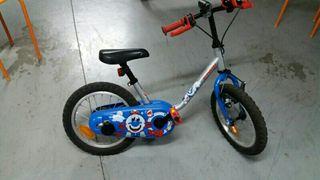 Bicicleta, con luz y ruedines