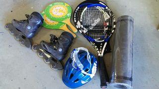 Patines, casco, raquetas y esterilla