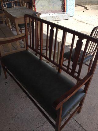 Sofa y dos sillas antiguos