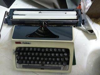 Maquina de Escribir Antigua com Mueble