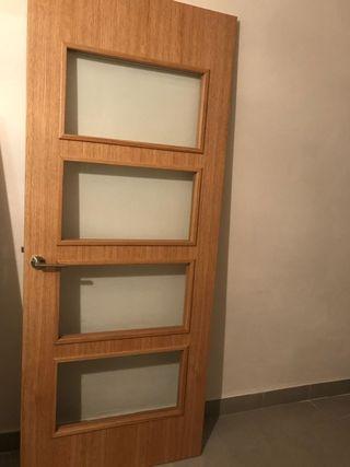 puerta de roble con cristal