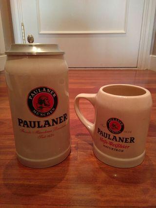Jarras de cerveza Paulaner