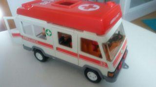 Playmobil. Ambulancia antigua con extras