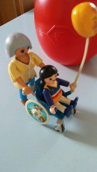 playmobil. huevo con silla de ruedas