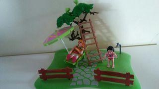 playmobil. mujer tomando sol