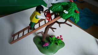 playmobil. jardinero podando