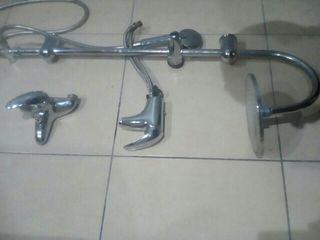conjunto de grifos de baño