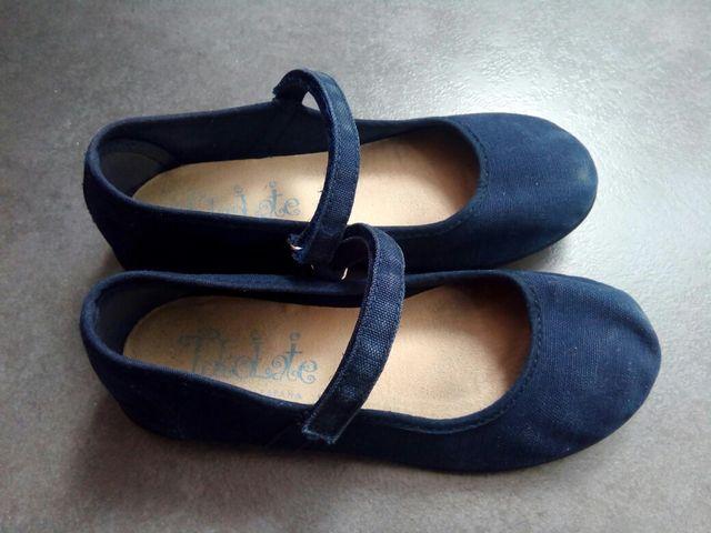 1f111bf3a54 Zapatos niña azules tela, n°28 de segunda mano por 5 € en Madrid en ...
