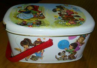 Antigua caja lata de caramelos El avion