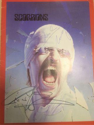 Scorpions tourbook firmado