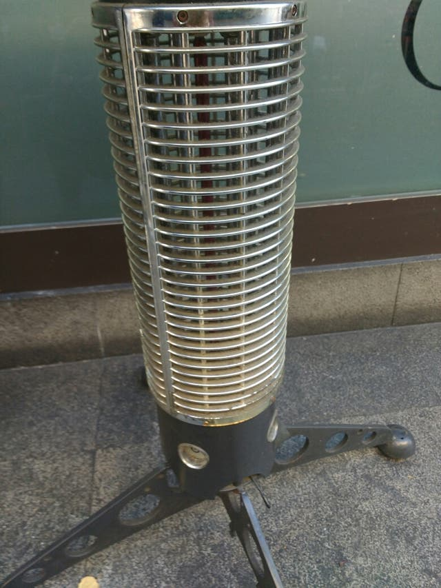 Mesa calefactora de terraza exterior