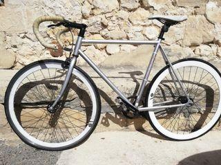 Bicicleta de circuito Fuji.