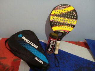 vendo raqueta de padel con funda y bote de pelotas