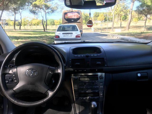 Toyota Avensis 2005.