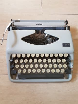 Adler Tippa1 Maquina de escribir. Typewritter