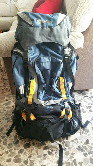 mochilla de montaña grande marca Boriken borneo 65