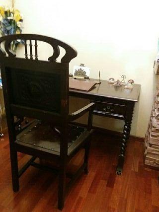 mesa antigua de despacho y sillon