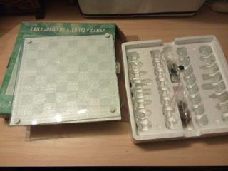 juego de mesa ajedrez y damas de cristal
