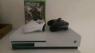 Xbox One 500GB, dos mandos, Fifa 17 + Gears of War