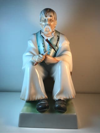 Figura Porcelana- ZSOLNAY- Hungría- 33 cm