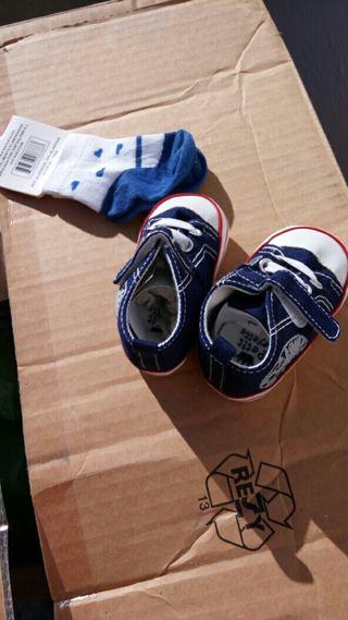 Zapatos bebé + calcetines nuevos!!