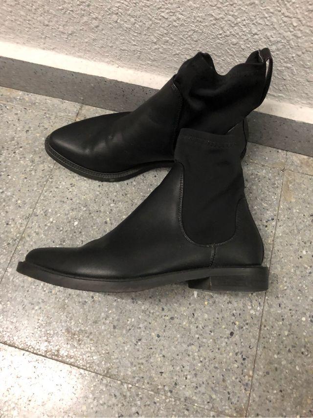 Botines ante y botines piel negro
