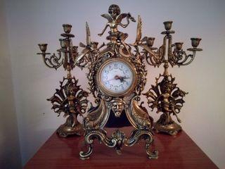 Reloj y Candelabros Antiguos de Bronce