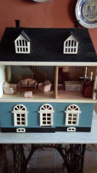 casa de muñeca antigüa.