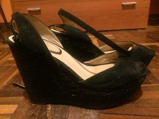 4 pares de zapatos por 40 €