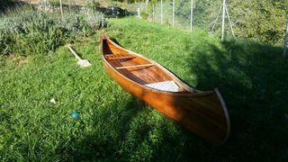 canoa canadiense de madera