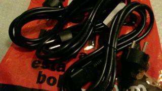 cables y más cables pc, audio, vídeo. ..