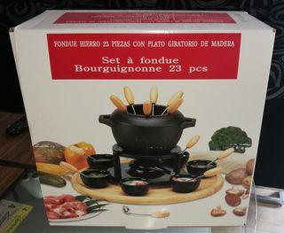 fondue 23 piezas de hierro con plato de madera