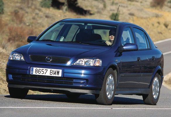 Opel Astra azul eléctrico