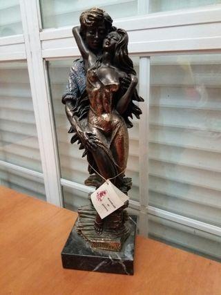 Escultura de amantes de M. Senserrich