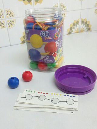 Juego de ensartar bolas
