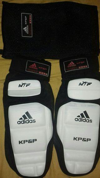 Calcetines adidas de taekwondo electrónicos nuevos