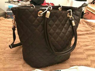 Precioso bolso marrón con blusa/niki