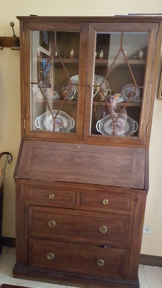 Ofertavendo mueble de madera con vitrina de segunda mano for Wallapop madrid muebles