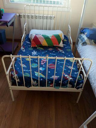 cama Ikea niñ@ extensible con colchón casi nueva