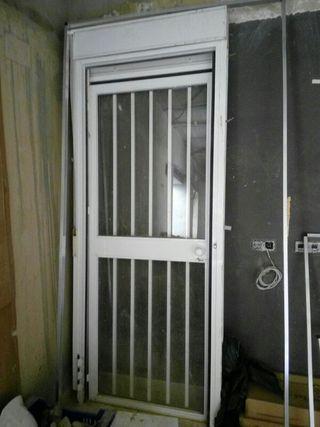 VENDO o Cambio puerta aluminio con persiana