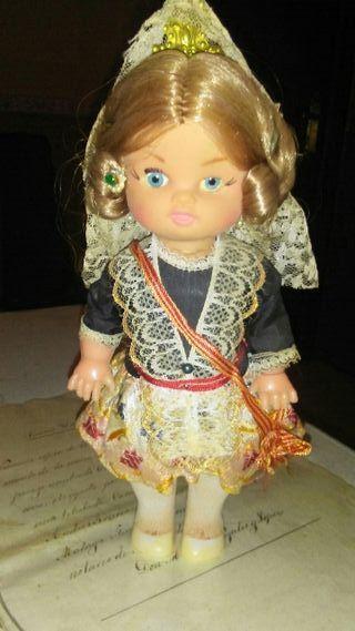 Antigua muñeca fallera