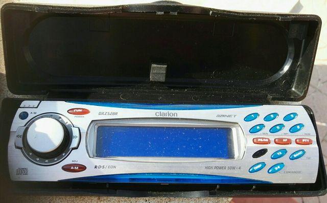 Radio cd para coche marca Clarion