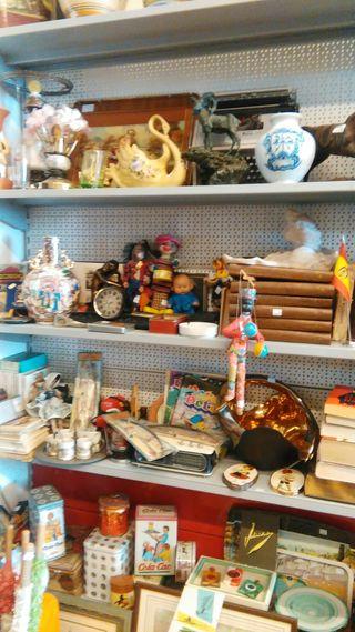 muchas cosas de coleccionismo.