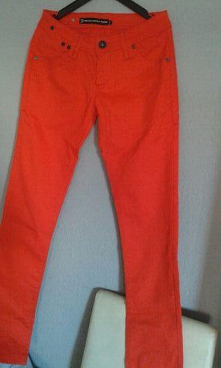 pantalón nuevo talla 29 color naranja para chica