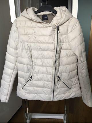 Chaquetón blanco capucha Promod