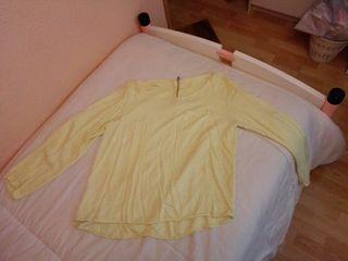 Camiseta amarilla con lunares